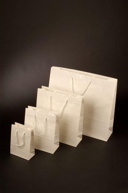 Papírové tašky s laminem o rozměru<br> 140 x 70 x 140 mm, bílé