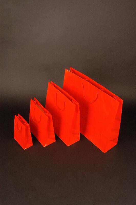 Papírové tašky s laminem o rozměru 160 x 80 x 250 mm, červené