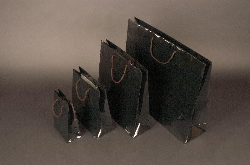 Papírové tašky s laminem o rozměru 140 x 70 x 140 mm, černé